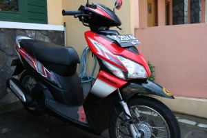 Lady Red - Honda Vario