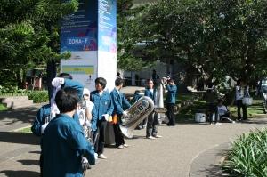 anak-anak marching band itb ikut meramaikan