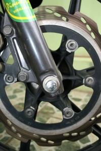 disc brake si Macho. Lihat catnya