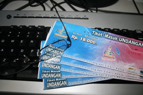 tiket sudah di tangan...